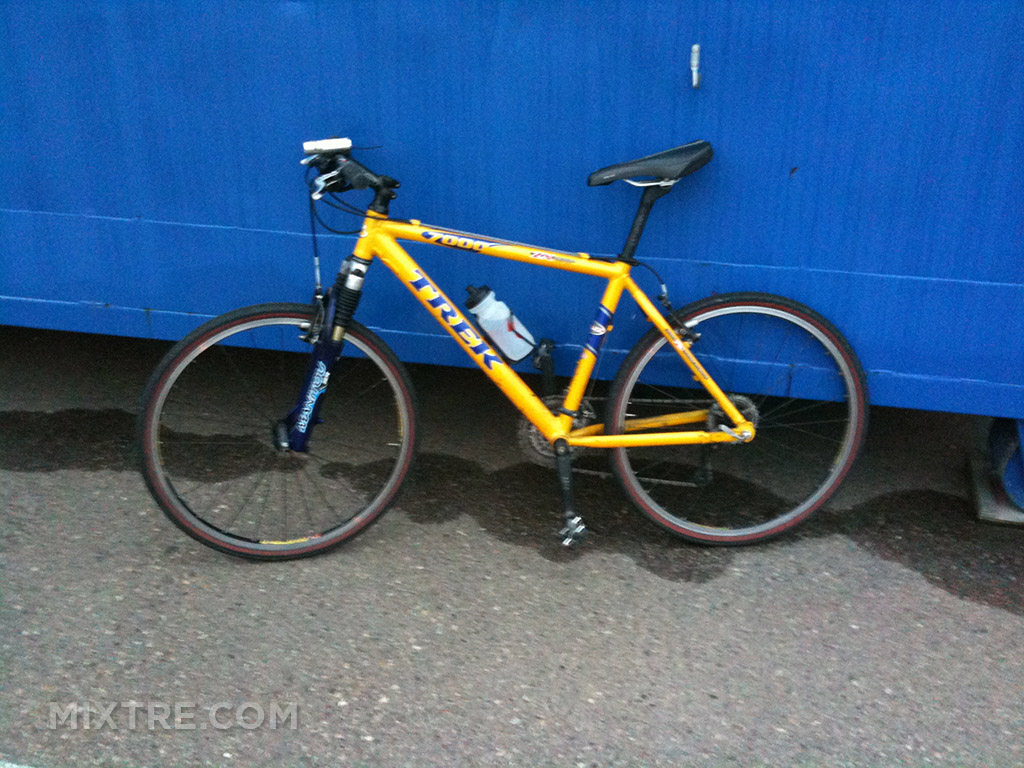 yellow Trek 7000