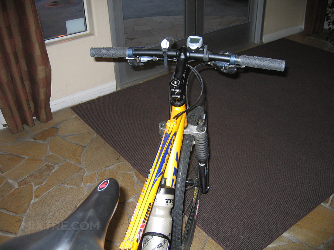 yellow 2000 Trek 7000 mountain bike